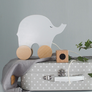 Photo Pull Elefant and suitcase